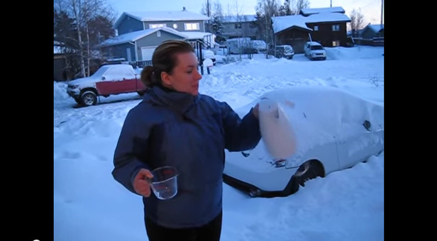 Evaporating Water in -30C in Yellowknife, NWT - YouTube