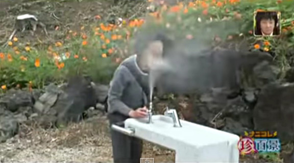 Funny Japanese waterfountion prank! - YouTube (1)