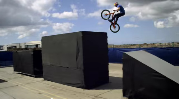The Athlete Machine - Red Bull Kluge - YouTube (2)