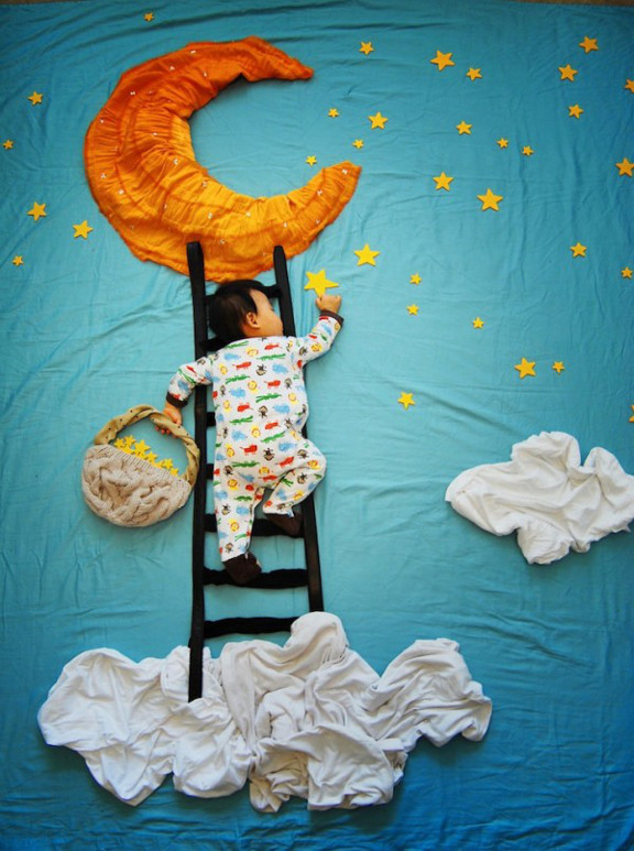 Creative-Mom-Turns-Her-Slepping-Baby-Into-Dream-Adventures-8-600x805-1