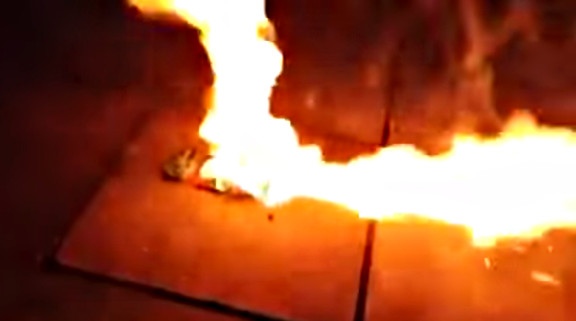 Poking a phone battery with a knife results in explosion - YouTube (2)