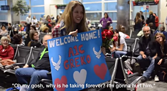 Surprise Christmas Air Force Proposal at the Airport - YouTube (1)