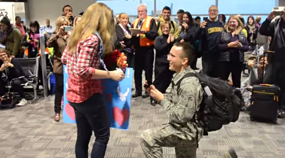 Surprise Christmas Air Force Proposal at the Airport - YouTube (2)