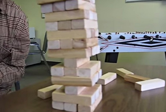 Jenga pistol - YouTube (1)