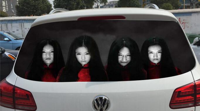 後続車の迷惑なハイビームを警告する『貞子ステッカー』が怖すぎる…