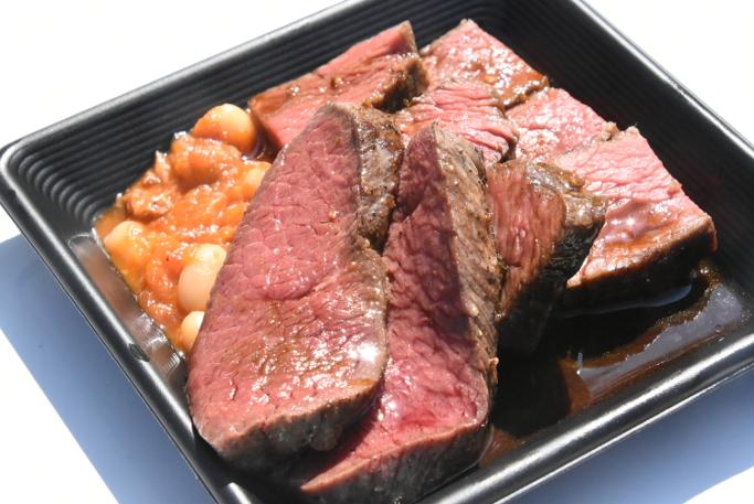 エゾシカとELEZO短角牛のステーキ