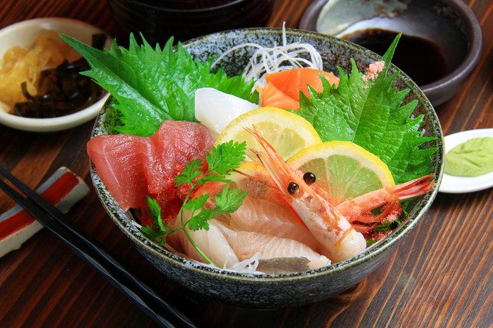 海鮮丼の中身は旬の魚で日替わり! ※画像はイメージ