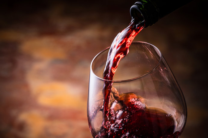 トクトクトク……グラスに注ぐ音も楽しみたい