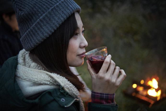 たき火にあたりながらワインを味わう。そんな秋の過ごし方も素敵ですね
