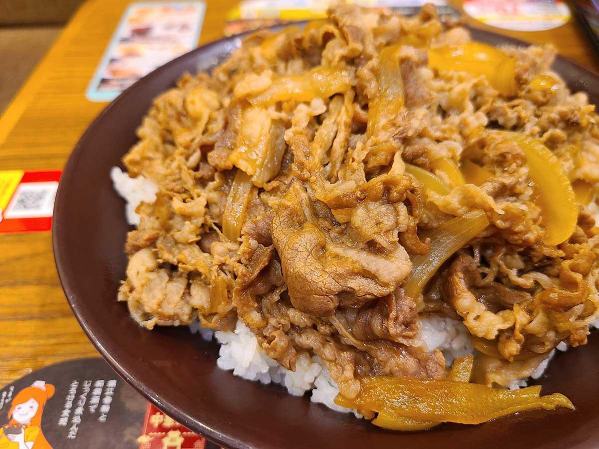 すき家の裏メニュー『キングサイズ』の牛丼にチャレンジ その量とカロリーに驚愕!